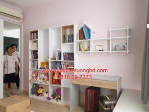 Thi công giấy dán tường màu hồng nhạt phòng bé gái
